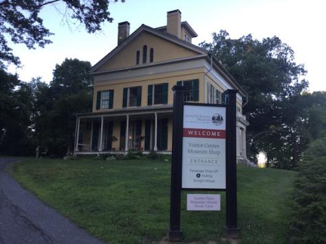 La casa de Emily Dickinson, hoy convertida en Museo, está ubicada en el número 280 de Main Street, en Amherst, Massachusetts.