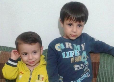Fotografía facilitada por Tima Kurdi muestra a los hermanos sirios Alan (izquierda) y Galib Kurdi. El cadáver de Alan Kurdi, de tres años, fue hallado en una playa de Turquía después de que el bote inflable en el que viajaban él y su familia se hundió durante un intento desesperado de llegar de Turquía a Grecia. (Fotografía cortesía de Tima Kurdi/The Canadian Press vía AP) CREDITO OBLIGATORIO