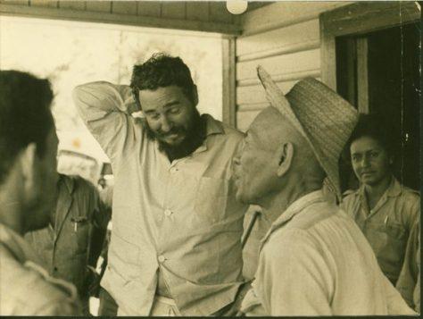 El chino Eulogio y Fidel. Al fondo, Marta Rojas. Foto: Korda