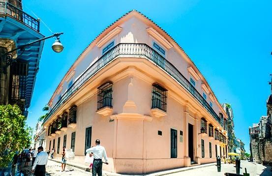 Art gallery Wilfredo Lam in Old Havana, pink building © Cuba Absolutely, 2014