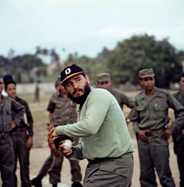 Fidel-jugando-beisbol-1964-768x779