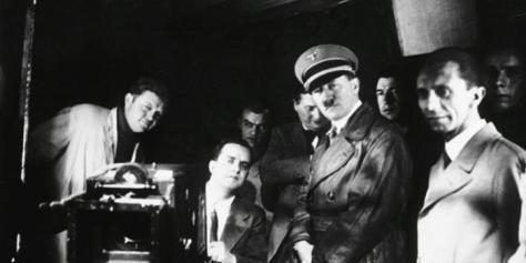 hitler y goebels aprueban una película