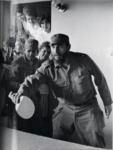 jugando-ping-pong-en-na-escuela-de-santiago-de-cuba-1964